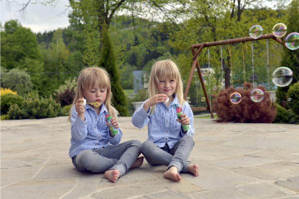 sesja dziecięca, bańki mydlane